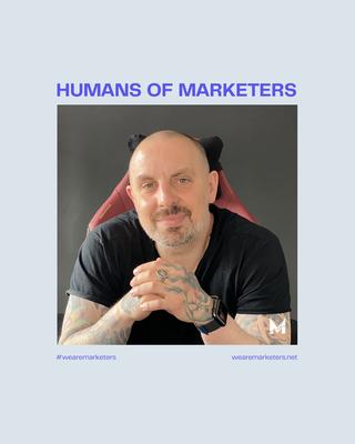 Kan een afbeelding zijn van 1 persoon, baard en de tekst 'HUMANS OF MARKETERS #wearemarketers wearemarketers.net'